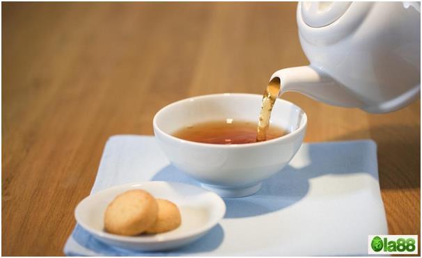Tại sao các quán ăn ở Quảng Đông, thường dùng nước trà rửa bát trước khi ăn?