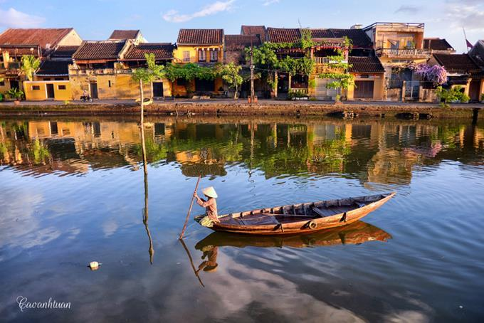 [Image] Peaceful Hoai River in Hoi An Ancient Town