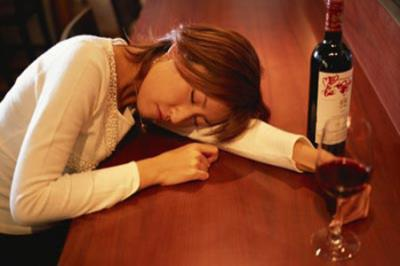 """Ông bố Nhật dẫn con đi uống rượu để dạy con bài học """"nhớ đời"""""""