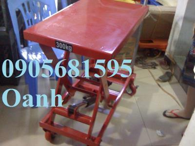 Xe nâng mặt bàn thủy lực 300kg giá chỉ 4tr9 liên hệ 0905681595