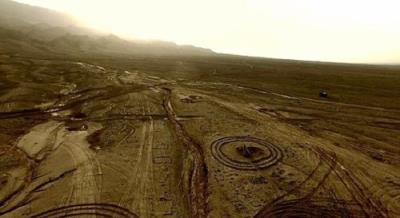 Hàng trăm vòng tròn đá kỳ lạ ở Hỏa Diệm Sơn