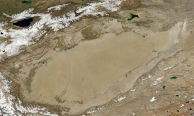 """""""Đại dương"""" khổng lồ dưới lòng sa mạc khô hạn ở Trung Quốc"""