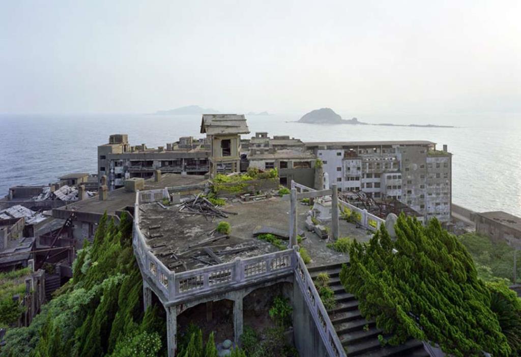 Tham quan Đảo ma giữa biển Nhật Bản