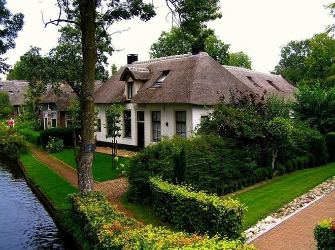 Ngôi làng không có lối đi ở Hà Lan hấp dẫn bất cứ ai nghe tới