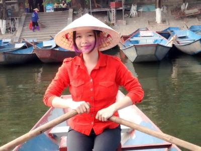 Em Hằng, nhà đò tại chùa Hương rất mong được các Anh/Chị trong Hội ủng hộ ạ!