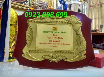chuyên sản xuất bảng vinh danh, cung cấp bằng chứng nhận, kỹ chương gỗ đồng, làm quà tặng cao cấp