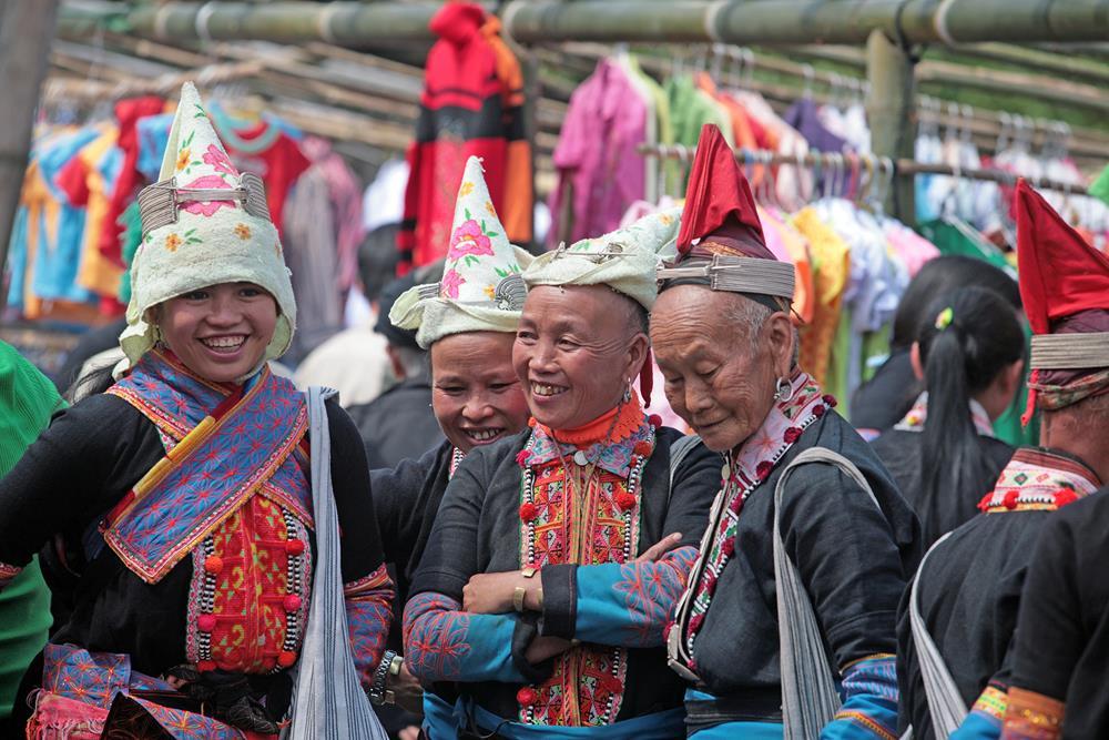 Đi chợ ở xứ 12 tầng núi - phiên chợ đặc biệt của người Dao đỏ ở Sì Lở Lầu