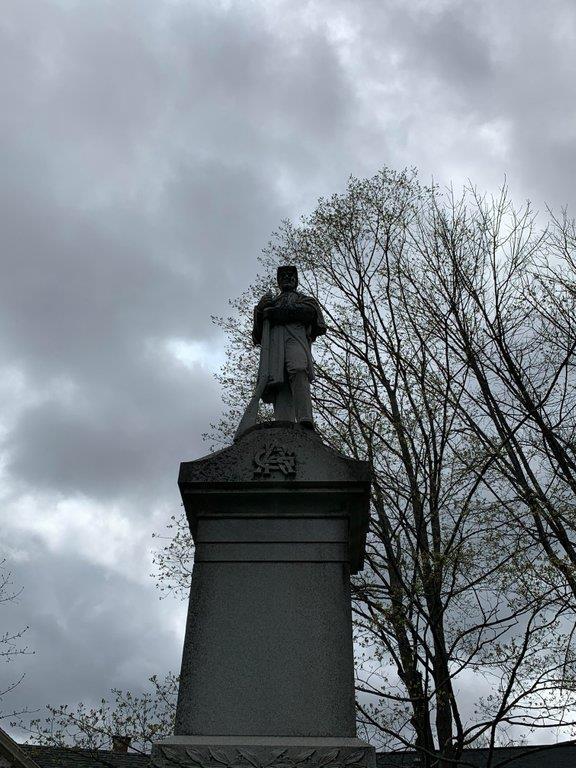 SCP-011 tượng đài tưởng niệm biết di chuyển